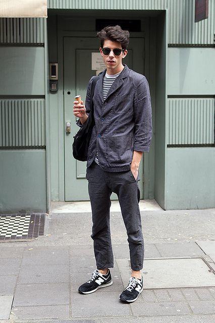 blazer-crew-neck-t-shirt-chinos-athletic-shoes-tote-bag-sunglasses-original-13143